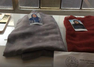 Meltem Zenbil(40) ve annesi Kevser Sezer'in(58) başörtüleri ve fotoğrafları